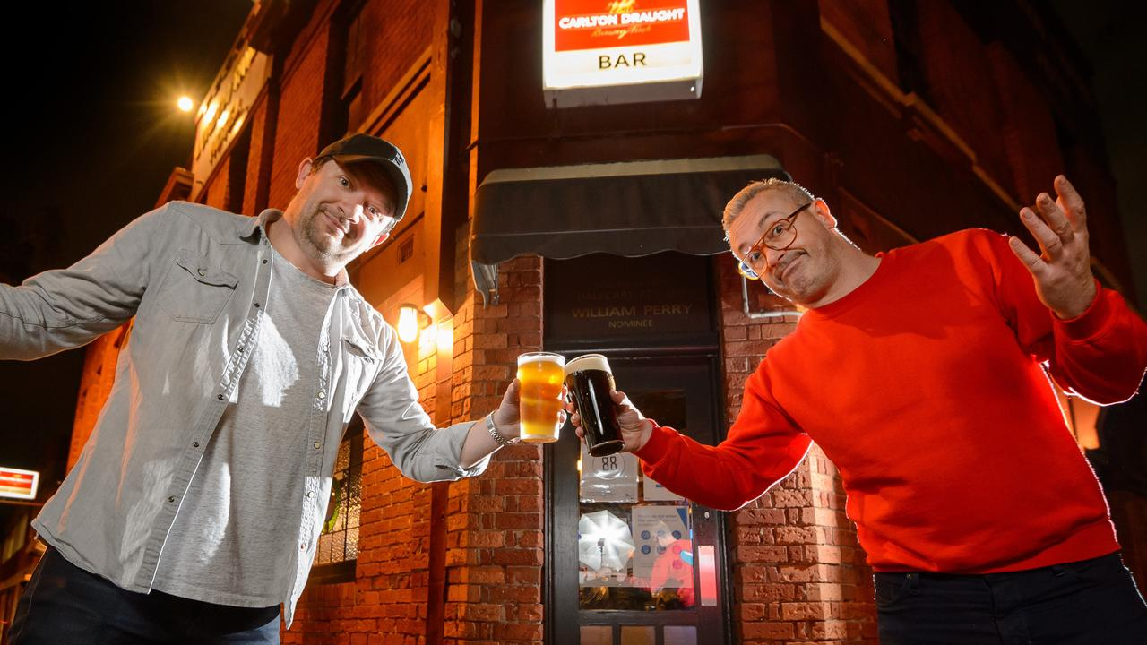 Angus Kerr and Glen Crawforth enjoy a last drink at the London Tavern Hotel in Richmond before the lockdown resumes. Picture Jay Town