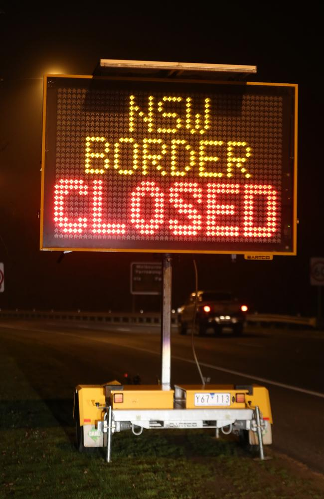 Since midnight on Wednesday, thousands of vehicles have crossed the border from Victoria into NSW. Picture: NSW Police