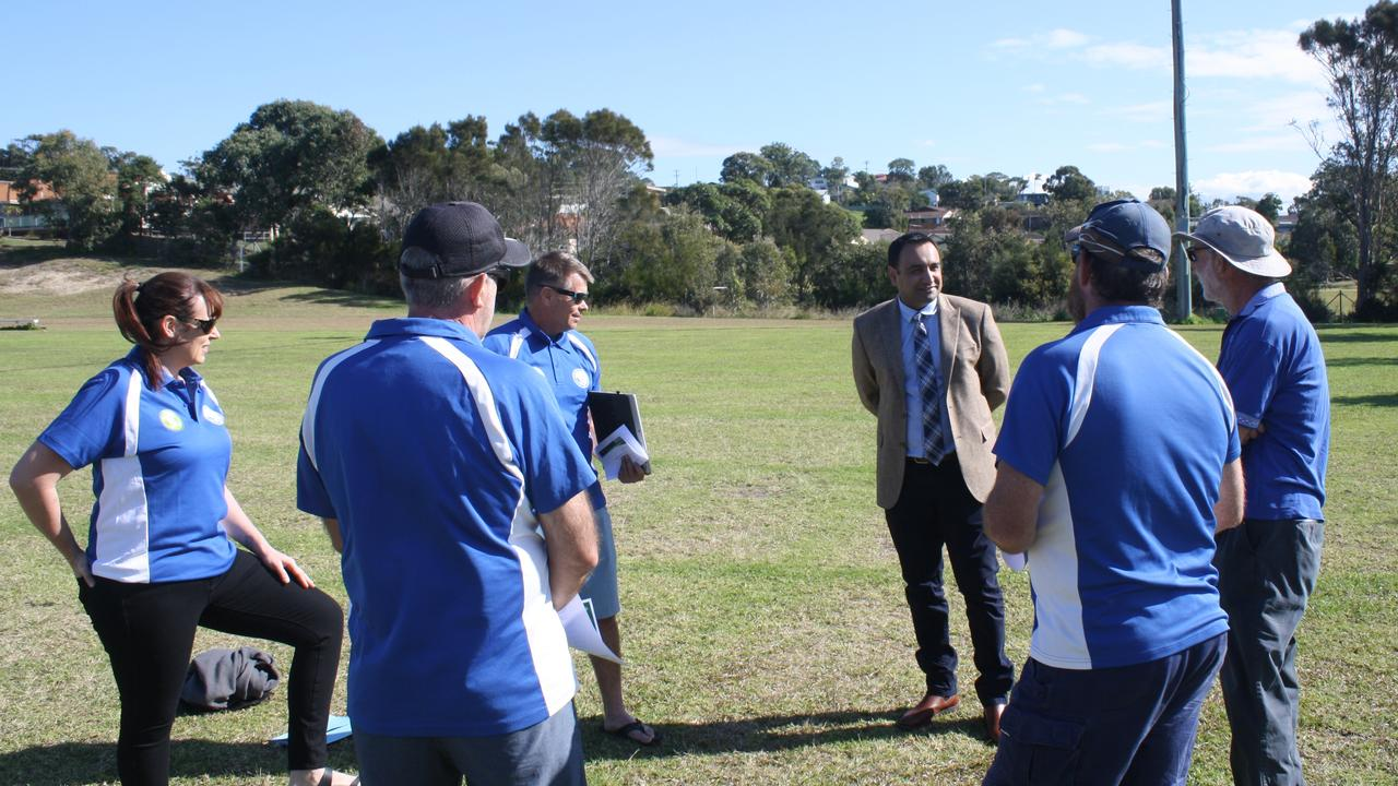 Gurmesh Singh meets with members of Woolgoolga United Football Club.