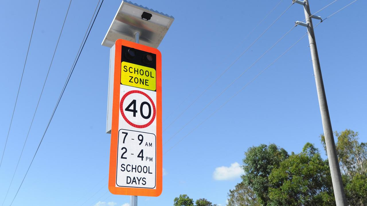 New flashing school zone sign Picture: Alistair Brightman / Fraser Coast Chronicle