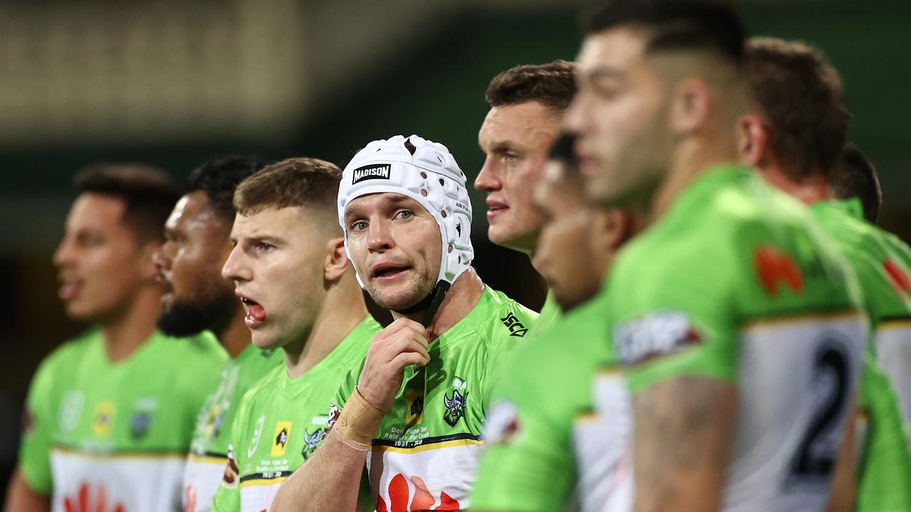SYDNEY, AUSTRALIA - JULY 16: Jarrod Croker of the Raiders speaks to team mates during the round 10 NRL match between the Sydney Roosters and the Canberra Raiders at the Sydney Cricket Ground on July 16, 2020 in Sydney, Australia. (Photo by Cameron Spencer/Getty Images)