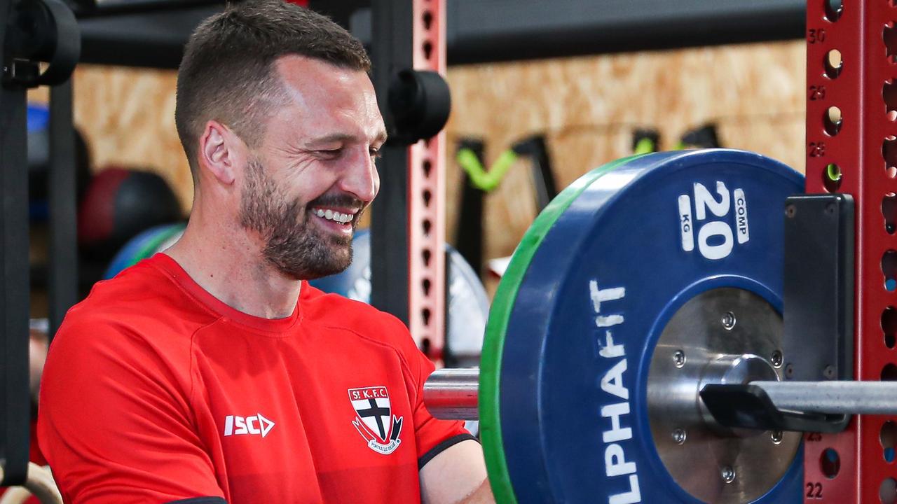 St Kilda's skipper Jarryn Geary muscles up at RACV Noosa Resort.