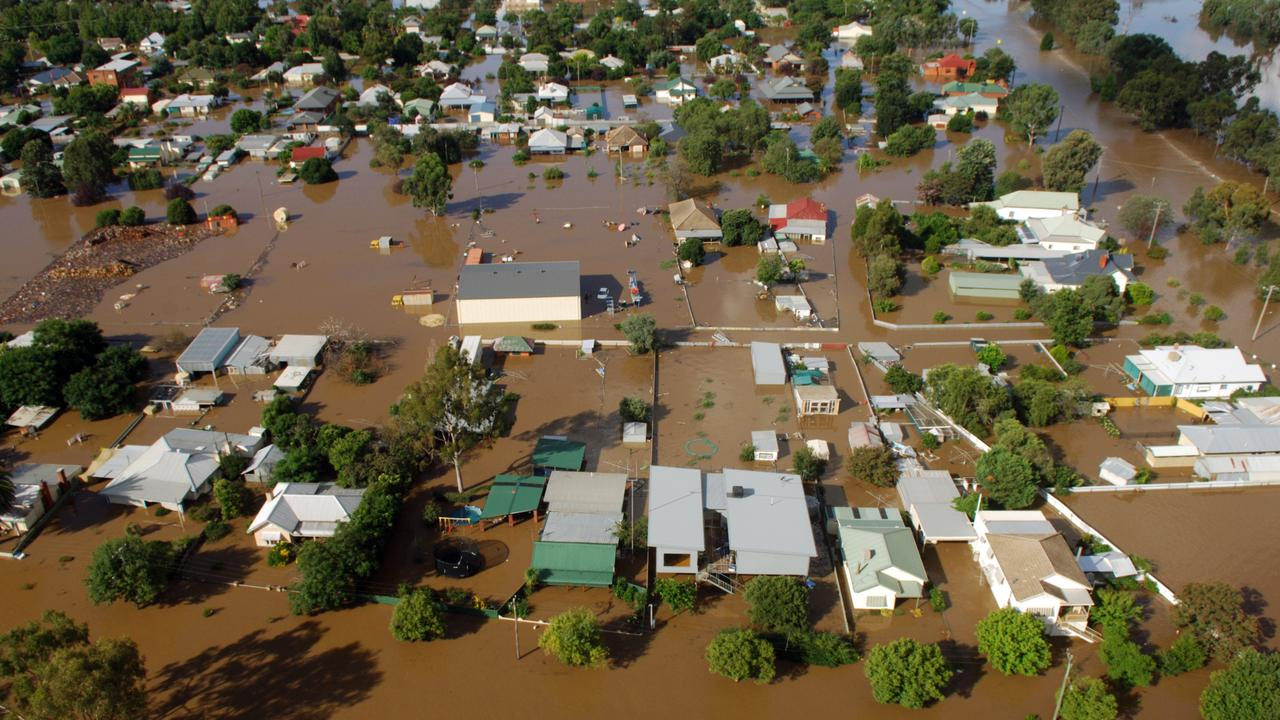 Aerial view of homes in North Wagga under more than a metre of water in 2012.