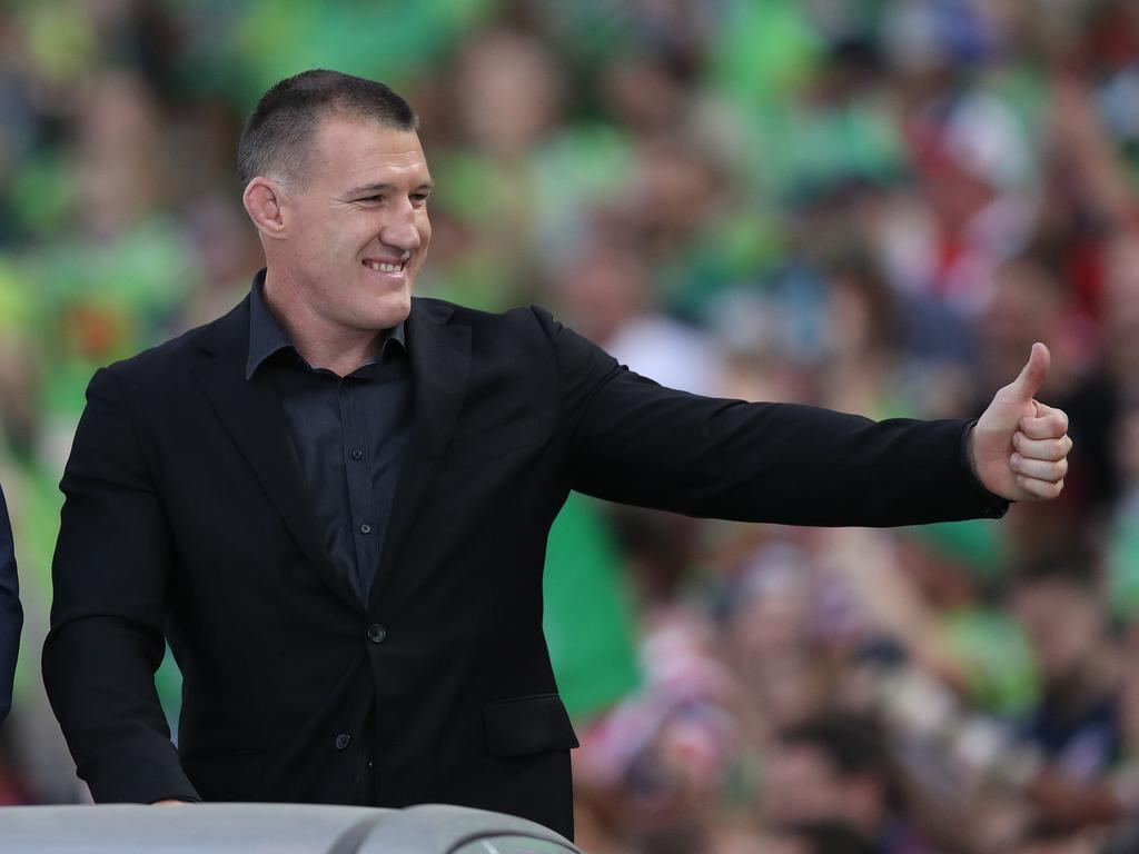Paul Gallen farewells the crowd before the 2019 NRL Grand Final.
