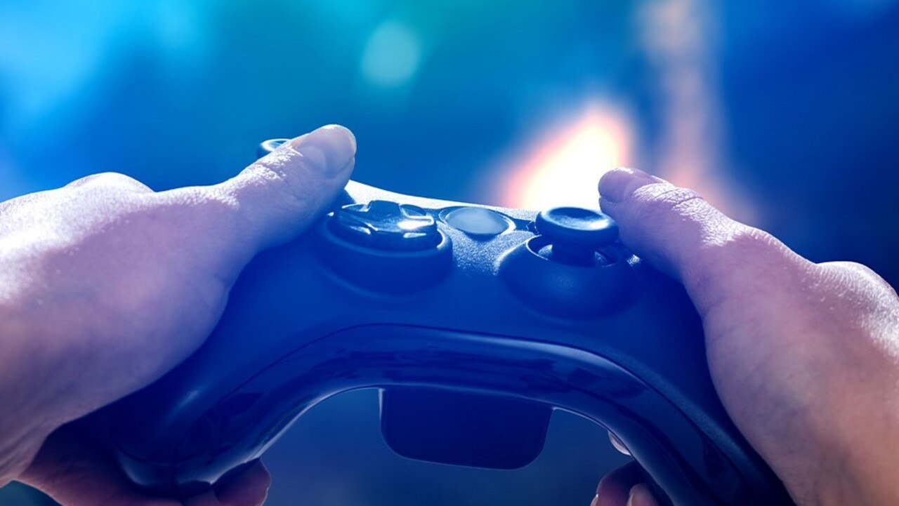 Video game fans can now connect their consoles to a cinema room and play in the biggest screen possible in Lismore.