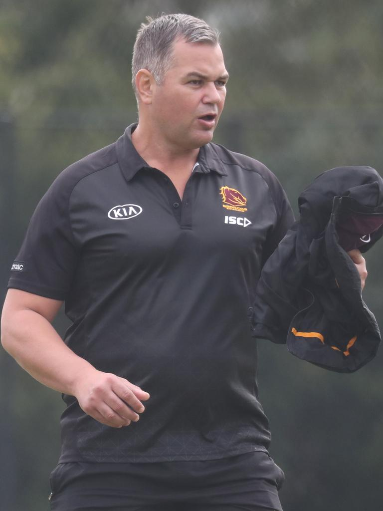 Seibold takes off his jacket to give to Dave. Picture: Annette Dew