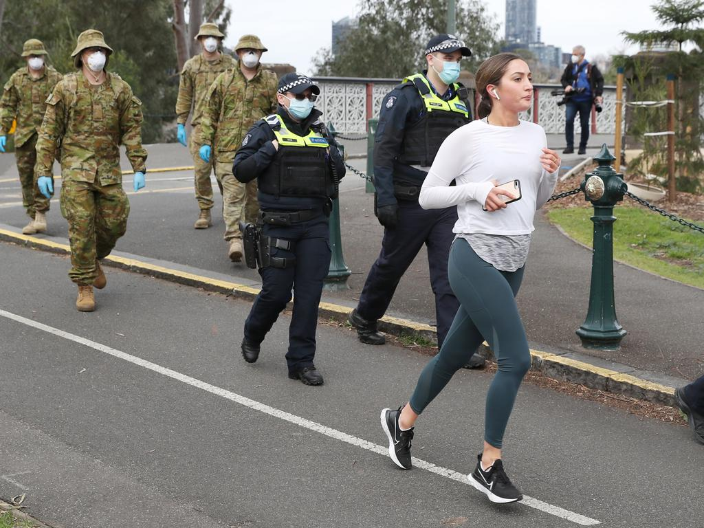 Joggers are exempt from the mask-wearing rule. Picture: NCA NewsWire / David Crosling