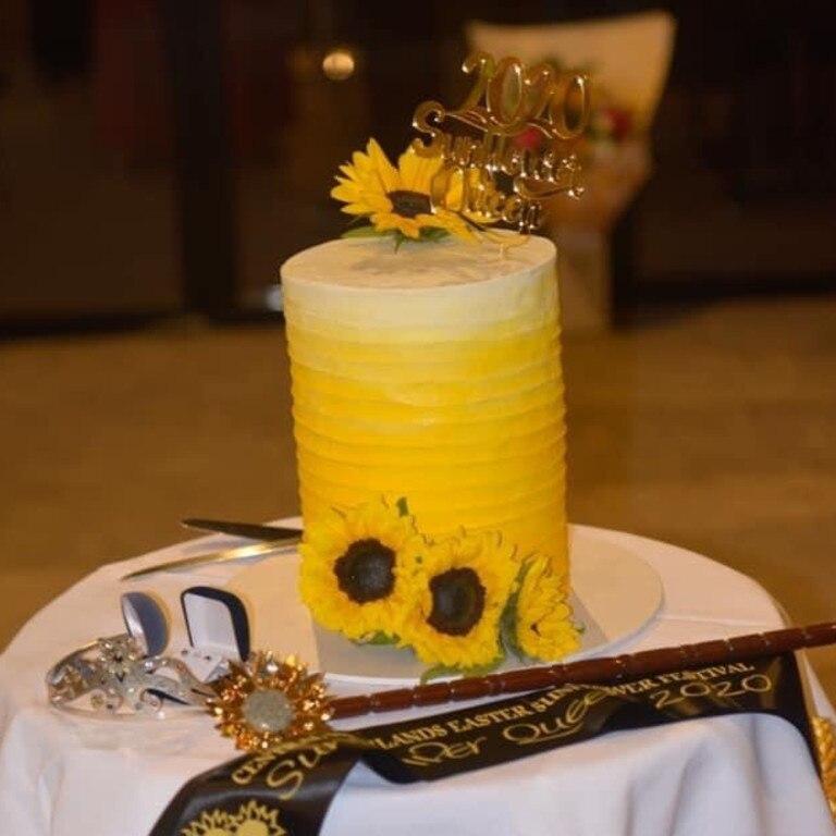 The celebratory sunflower cake.