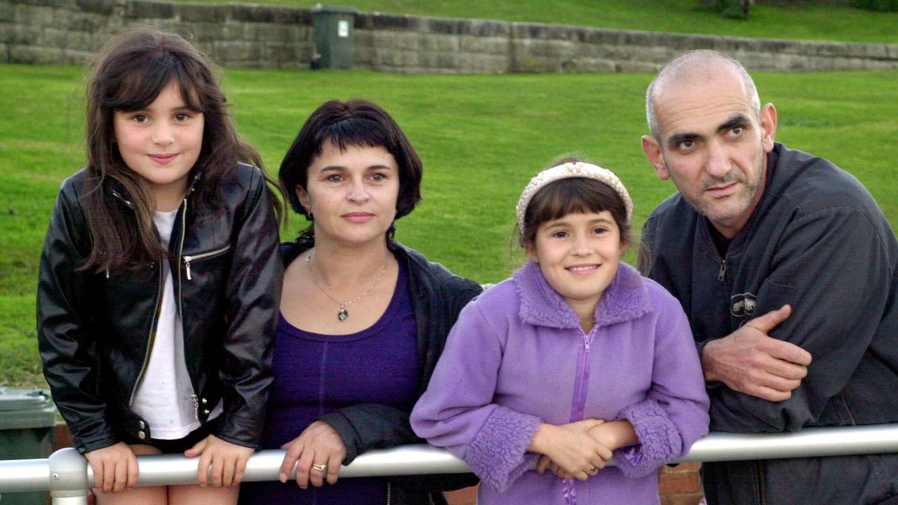 Paul Kelly with actor wife Kaarin Fairfax and daughters Memphis and Madeleine in 2001.