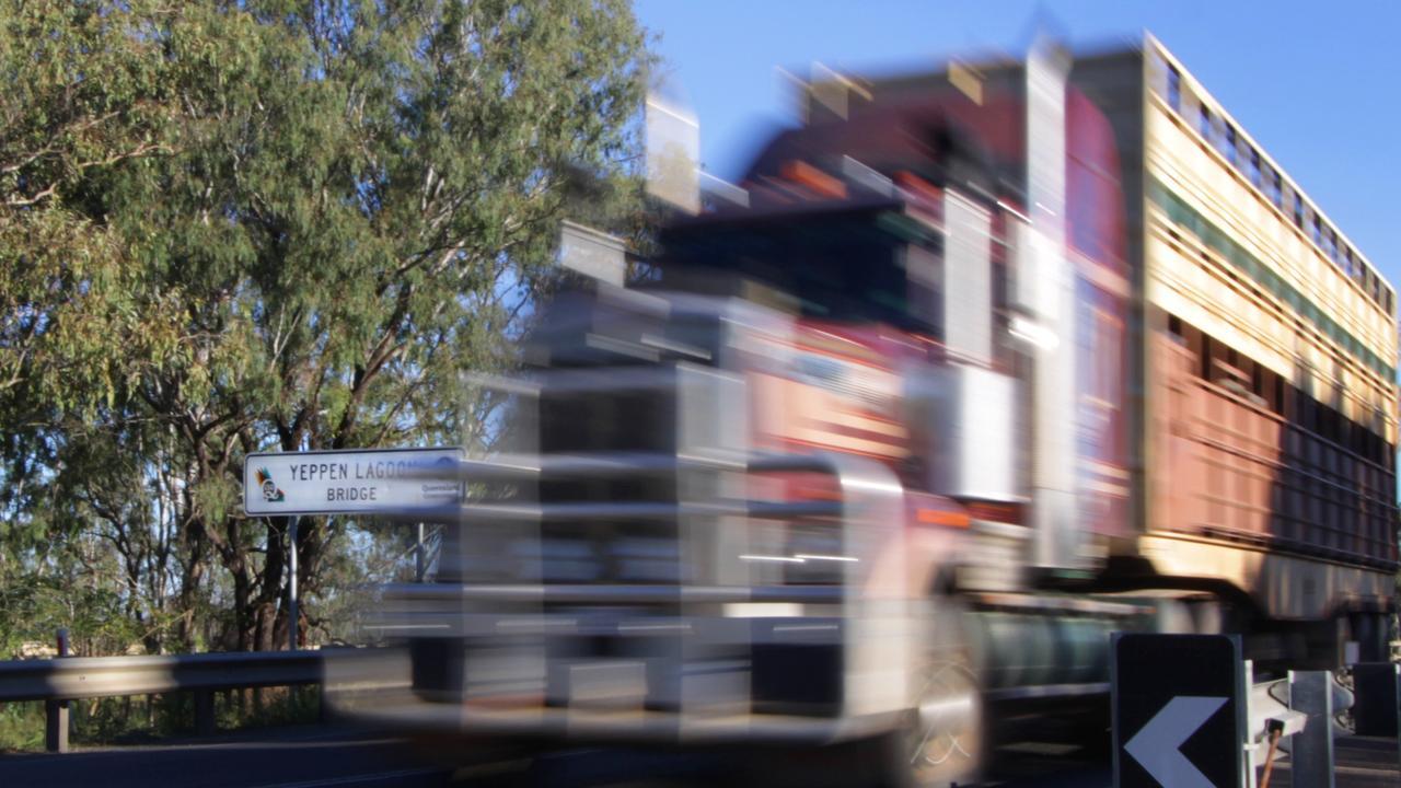 CRASH: A cattle truck is blocking the Capricorn Highway west of Rockhampton. Photo Chris Ison / The Morning Bulletin ROK110511cbridge1