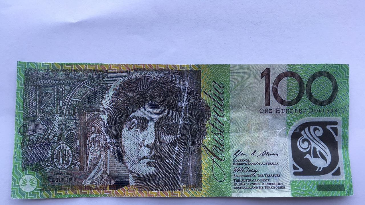 An example of a fake $100 note.