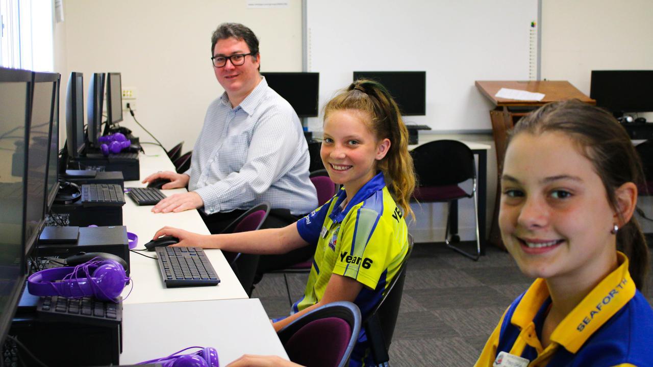 Dawson MP George Christensen with Seaforth State School students.