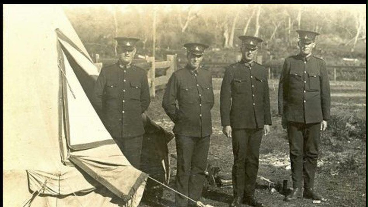 Queensland Police on border control duties at Coolangatta in 1919.
