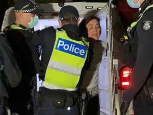 Cops smash anti-masker's car window