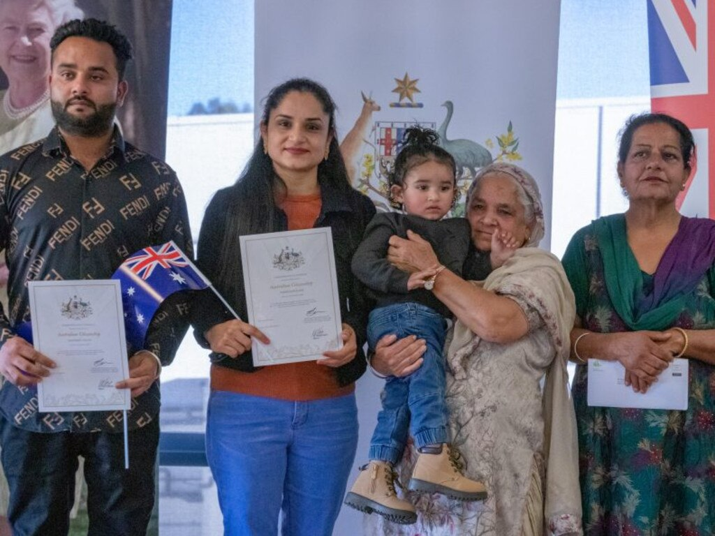 Central Highlands residents become Australian citizens.
