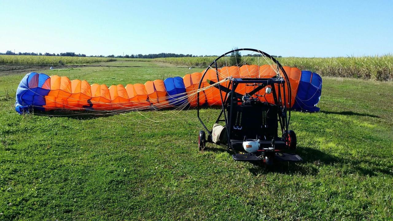 Max Bell's aerochute he flew over Yamba.