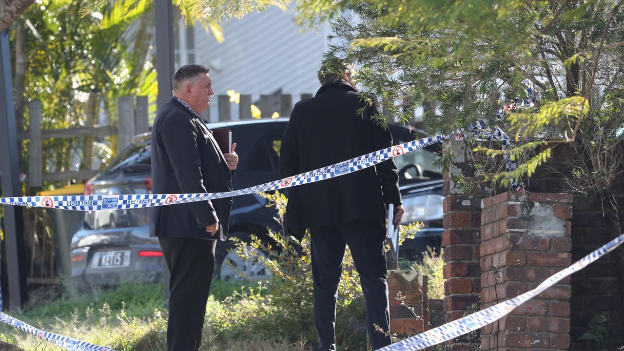 Investigators on scene following a police shooting at Mt Gravatt East. Picture: Peter Wallis
