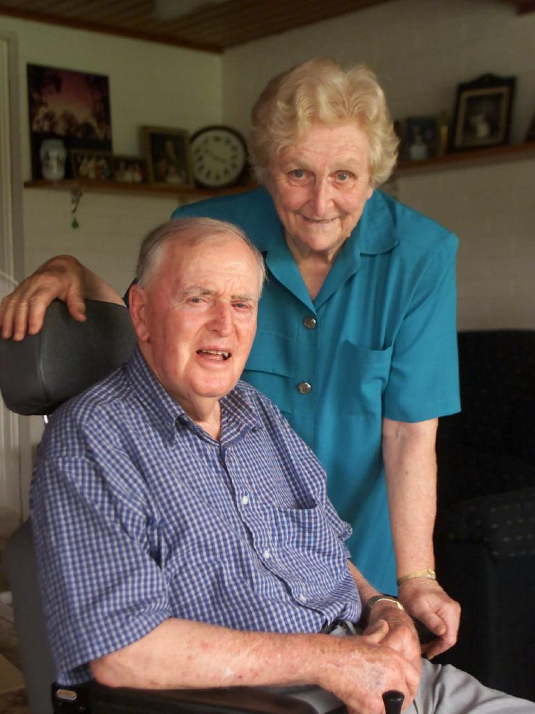 Former Qld premier Sir Joh Bjelke-Petersen with wife Lady Flo at their Bethany home 30 Dec 2001.