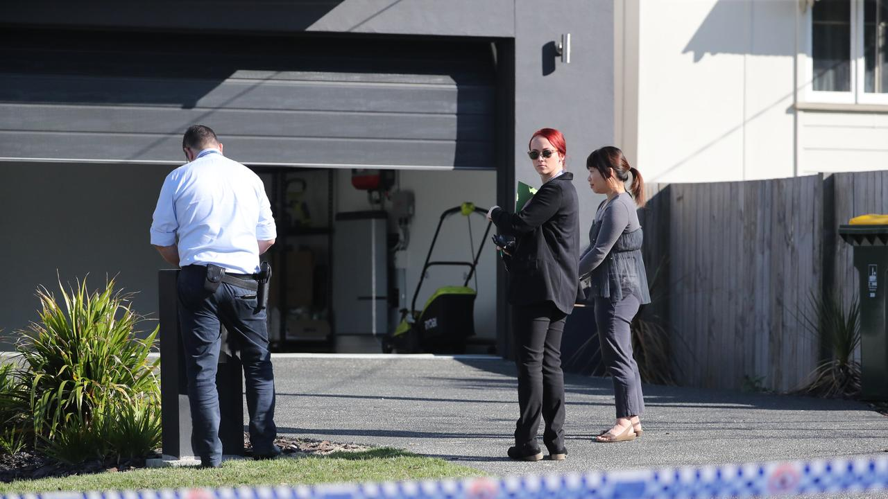 Police talk to residents following a police shooting at Mt Gravatt East. Picture: Peter Wallis