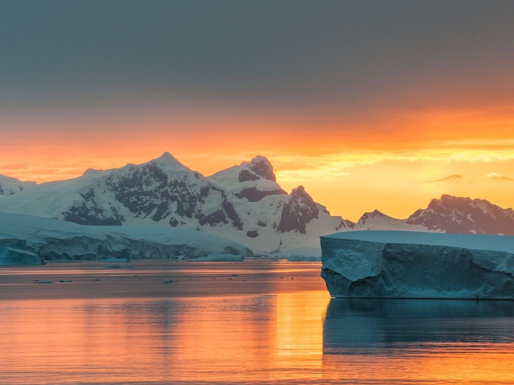 Travellers will be able to see Antarctica's sights from the sky.