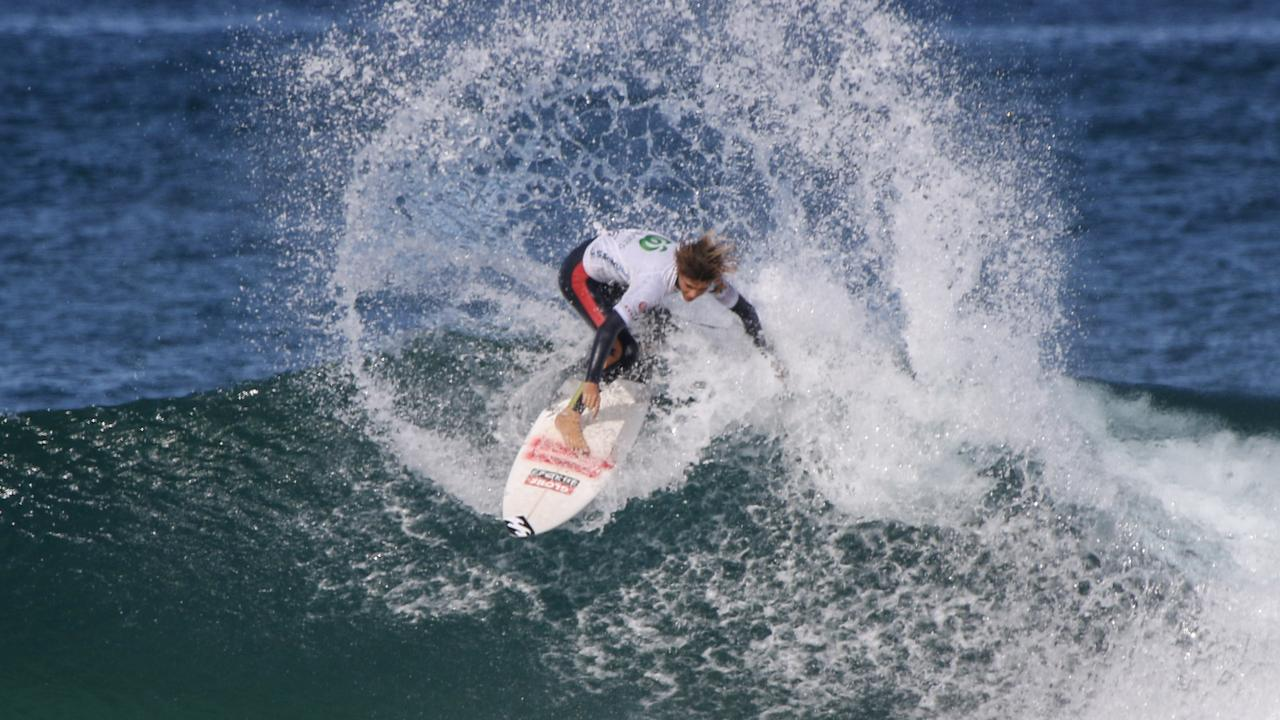 Angourie's Harley Walters takes out the 2020 Under-16 NSW Junior Titles in Sawtell. Photo: Josh Brown / Surfing NSW.