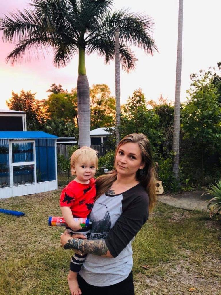 CANDIDAT D'ÉLECTION: Laura Barnard et son fils.