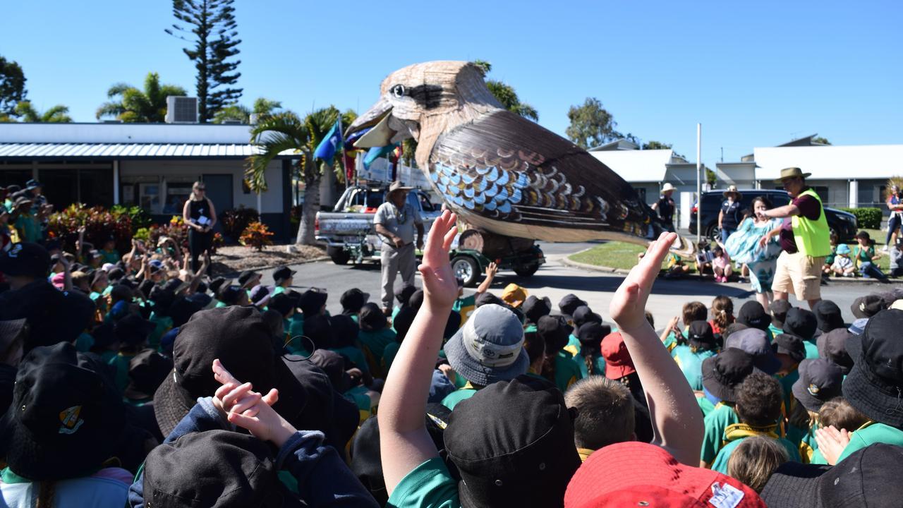 Giant Kookaburra creator Dr Farvardin Daliri visits Queens Beach State School with his huge masterpiece. Photo: Elyse Wurm