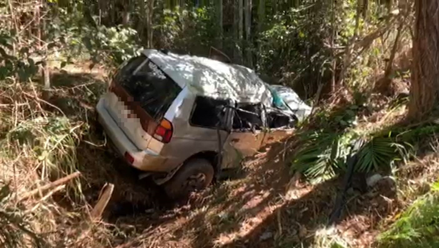 A man has died after his car rolled down an embankment at Tanawha this morning.