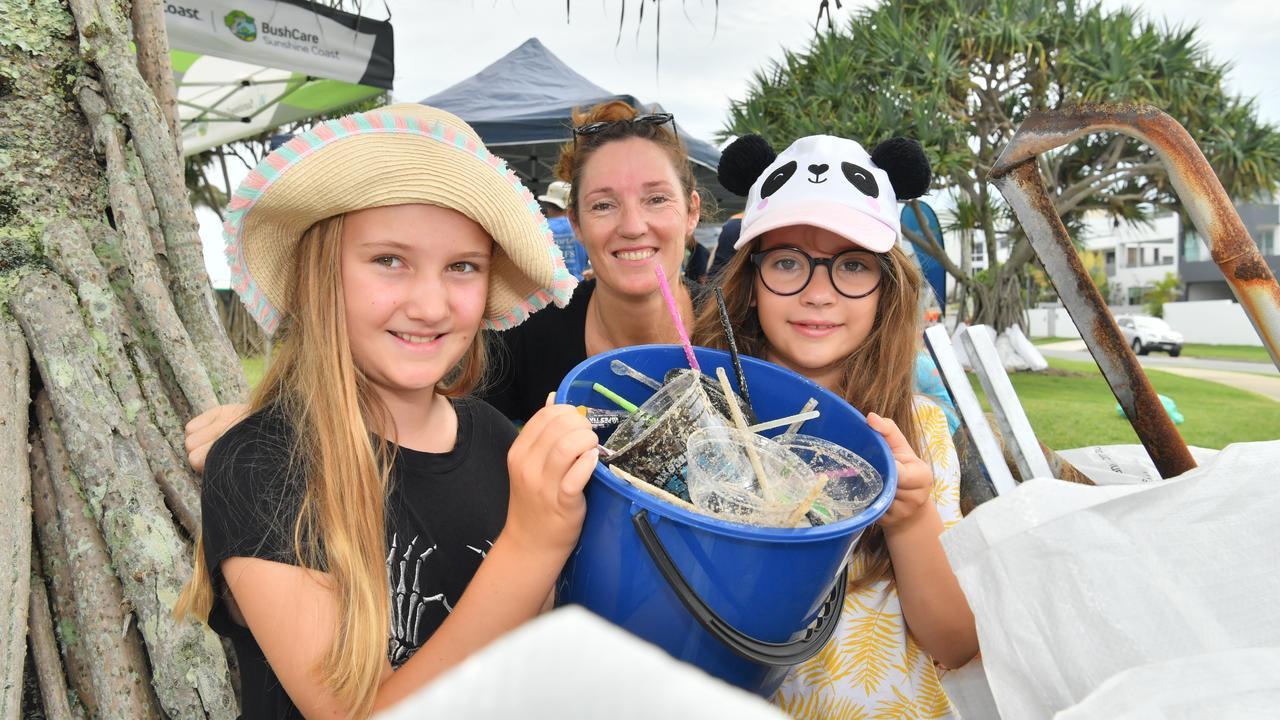 Vera, Thea and Arielle Keatley at a previous beach clean-up. Photo: John McCutcheon