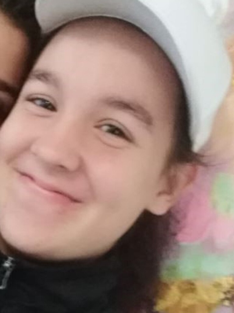 Police are requesting community assistance to locate a 14-year-old girl reported missing from Maroochydore.