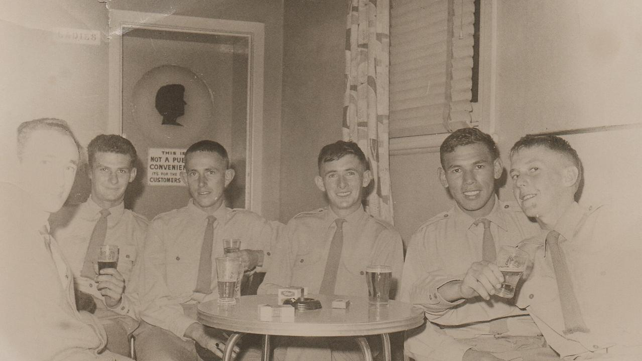 Victor Simon (second from right) having drinks with fellow servicemen in Wagga Wagga.