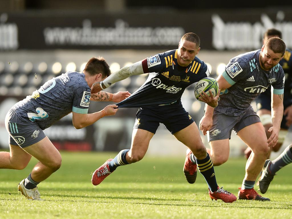 Aaron Smith of the Highlanders makes a break during the round 10 Super Rugby Aotearoa match between the Highlanders and the Hurricanes in Dunedin, New Zealand. Picture: Getty