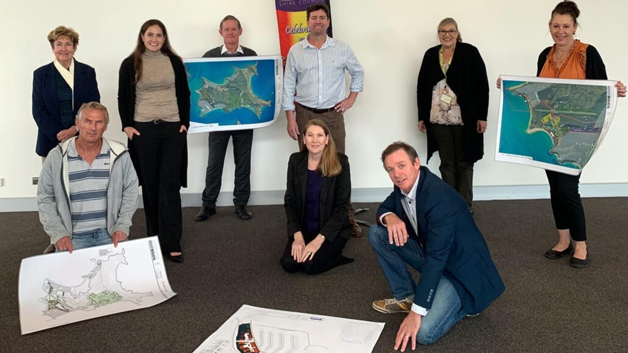 GKI UPDATE: Altum Director Rob McCready (centre standing) and Capricorn Enterprise Chief Executive Mary Carroll (centre) updated Livingstone Shire Councillors on their GKI Resort development plan.