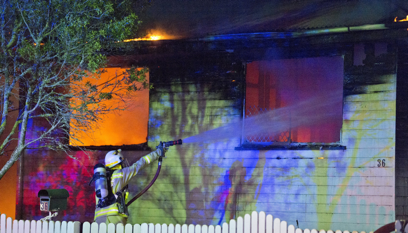 QFES crews tend the Doyle St fire.