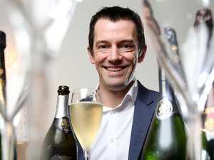 Travis Schultz talks champagne with Tyson Stelzer