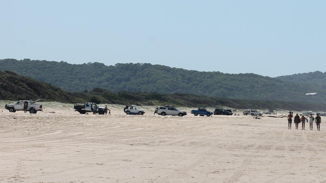Four-wheel-drives on Seven Mile Beach at Lennox Head.