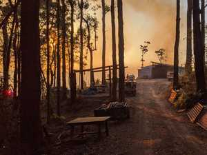Bushfire puts hinterland homes at risk