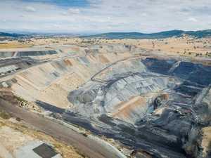 $1b CQ mine 'on track' despite bid to end company