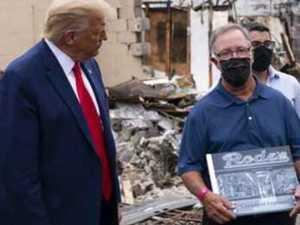 Trump caught in photo op 'lie'