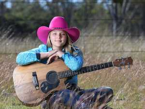 Country music singer Reanna Shard from Purga.