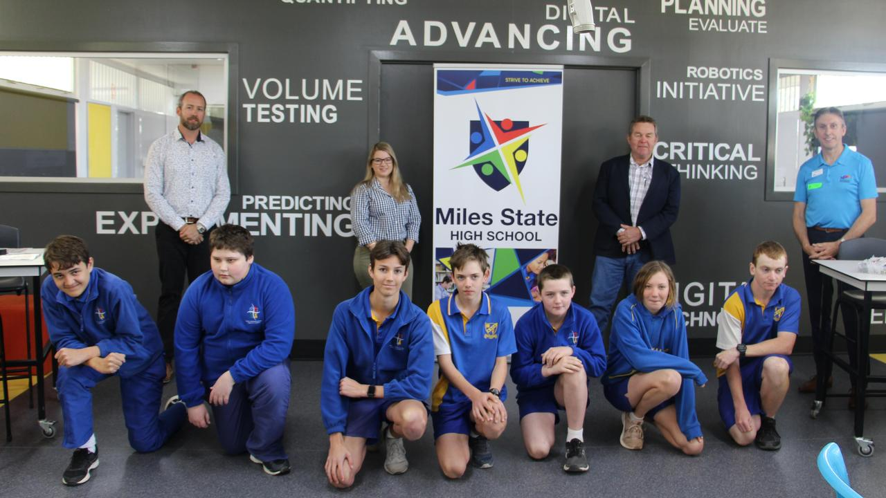 BRIGHT FUTURES: Endeavour Foundation and Arrow Energy blast Miles SHS students into the 21st century, donating state-of-the-art virtual reality equipment for learning programs. Pic: Supplied
