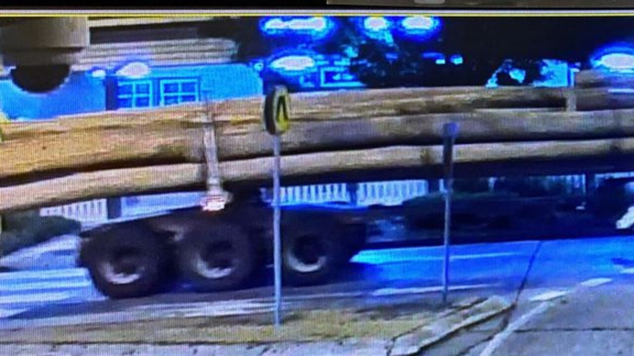 LOG:LOSS Casino police are asking anyone who may have witnessed a semi carrying a load of logs passing through town last Tuesday after one log became dislodged and was dragged through the streets.