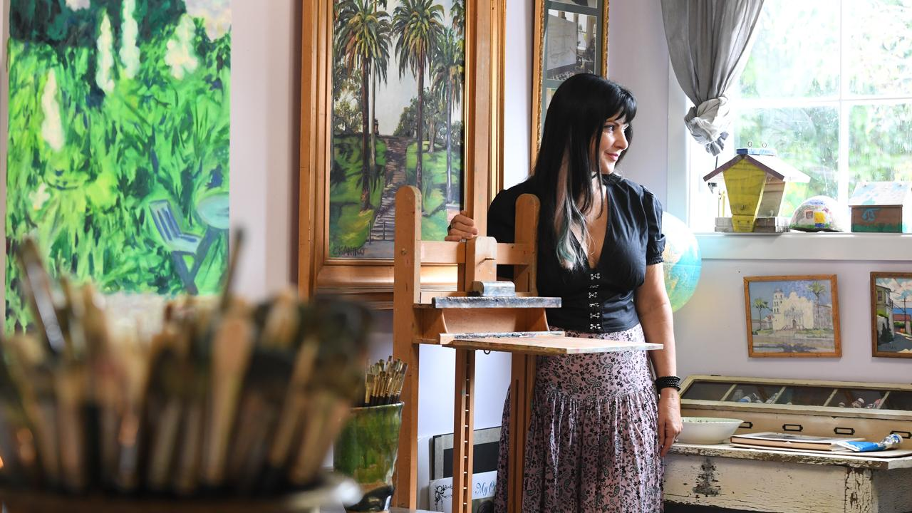 Renowned Australian tetrachromat artist, Concetta Antico, has recently relocated to Byron Bay after 3 decades in California