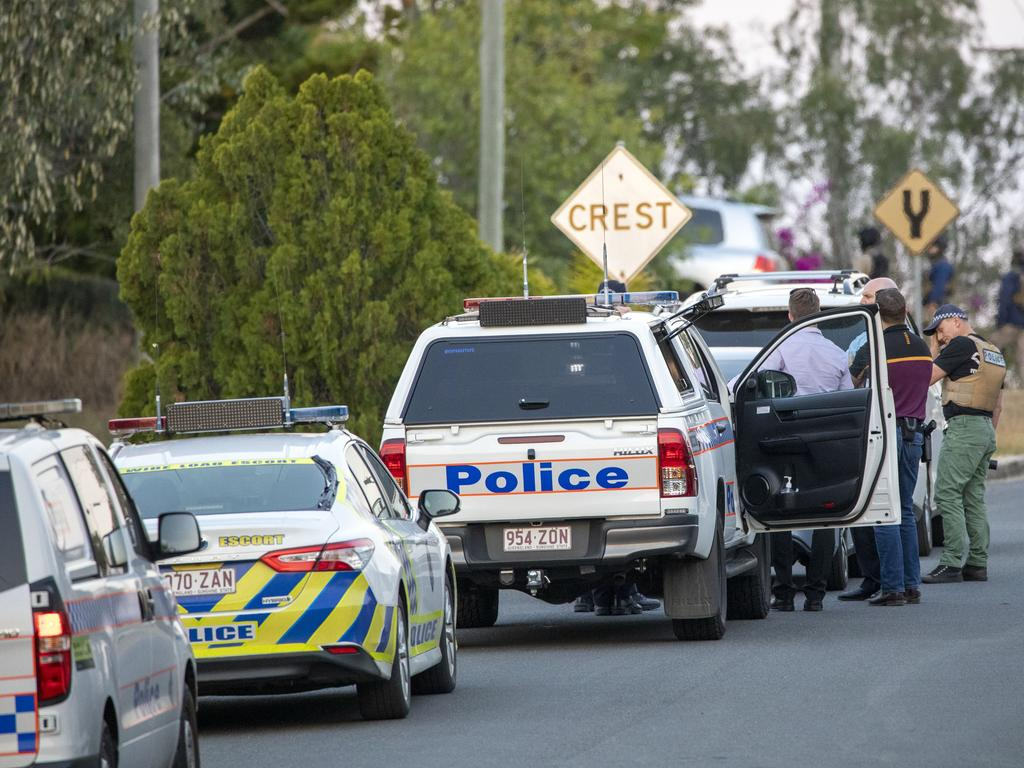Police presence at a siege in Reservoir St Gracemere