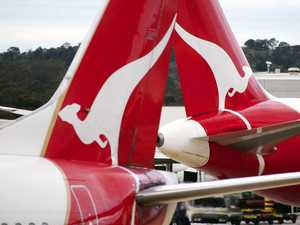 Qantas rallies 20,000 stood-down staff in border battle