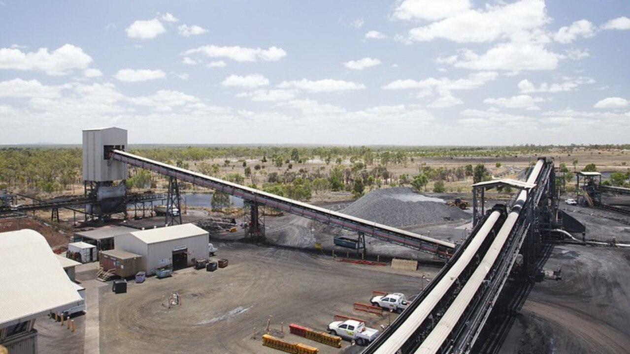 Anglo American has halted operations at the Grosvenor coal mine in central Queensland after an accident that injured five people.
