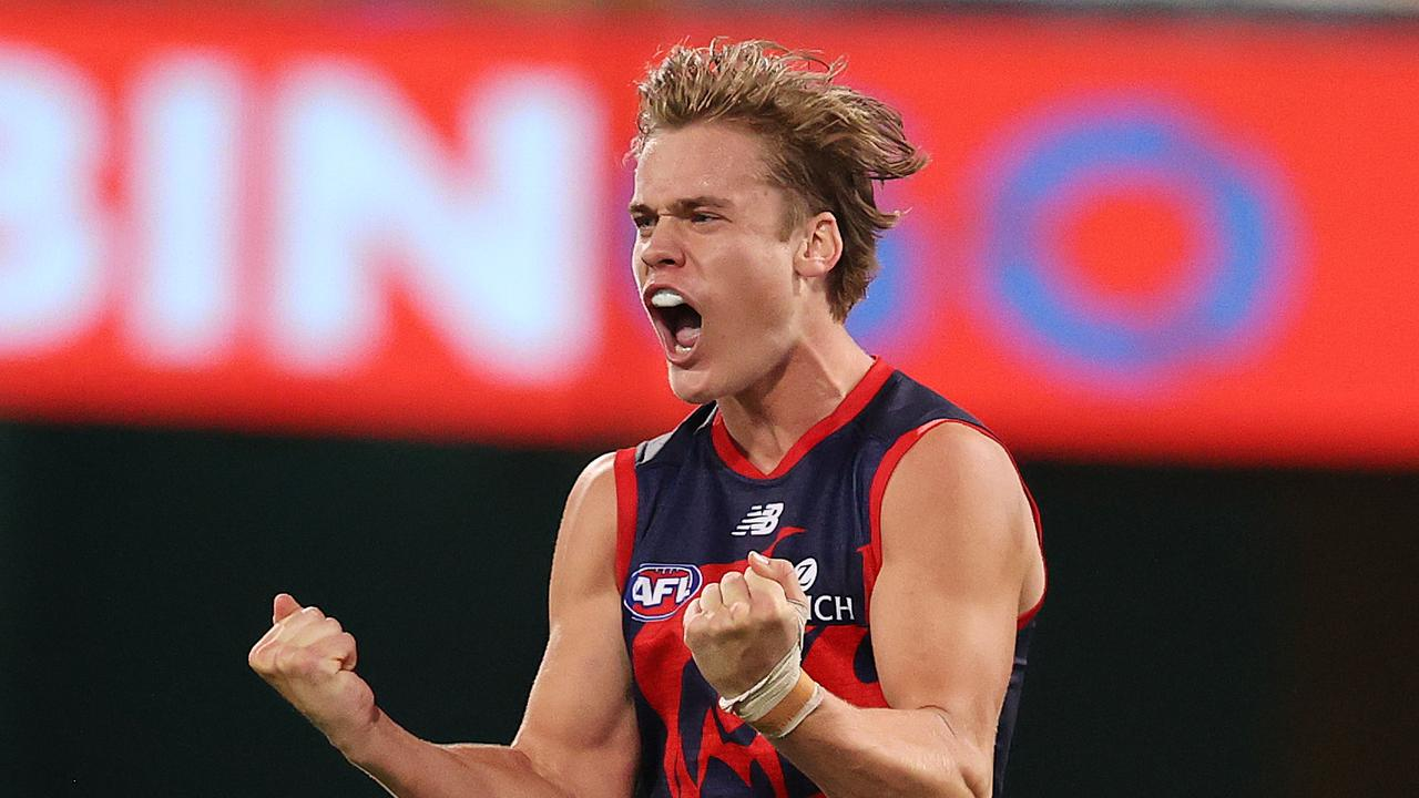 Melbourne keep finals hopes alive in nailbiting win over the Giants