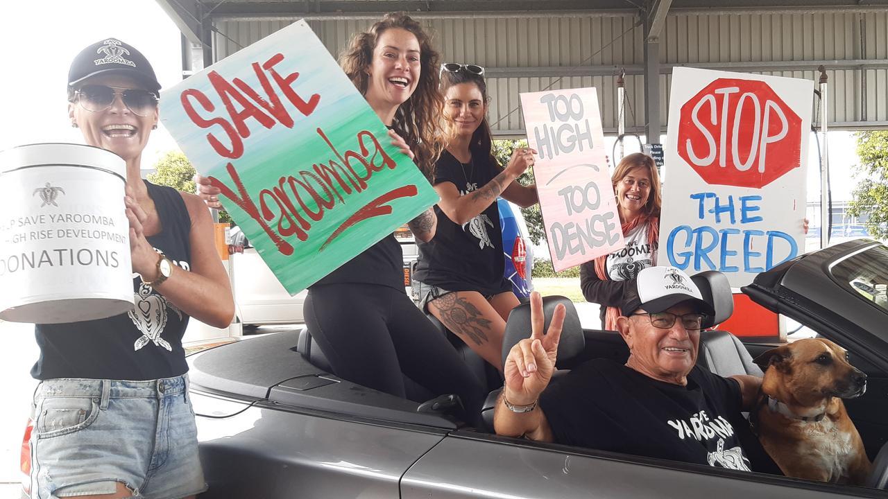 Save Yaroomba supporters preparing for the traffic display on Sunday September 27. (back left to right) Ange Hill, Christine Sambar, Niki Muntz, Edith Gordon. Seated: Don Hatfield and