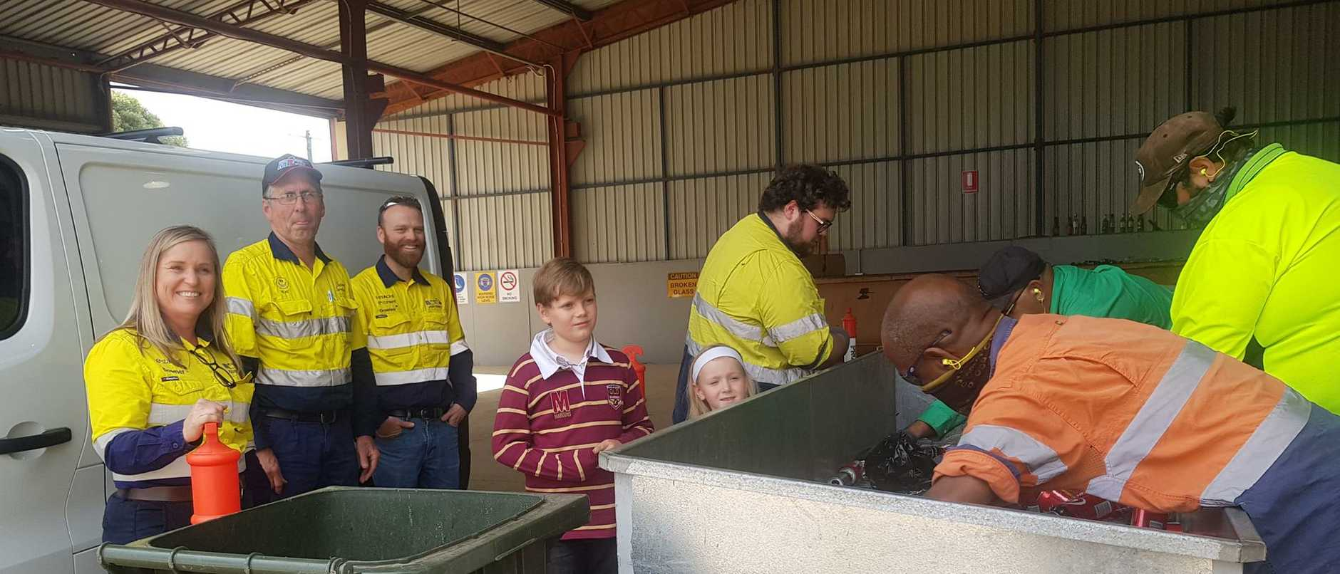 Karen Wall, Neil Salmon, Josh Burke (Stanwell Meandu Mine), Tanduringie State School students Alex Fitzsimons and Harper Fitzsimons, Danyon Mickelo (standing on same side as children), George Bone (closest to camera), Rhys Cobbo, Joe Sullivan (all from Containers For Change Kingaroy)