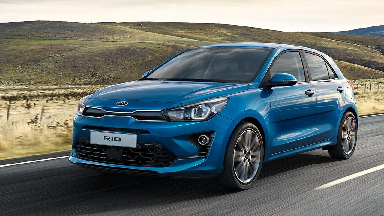 The Kia Rio 2021 models come with wireless Apple CarPlay and Android Auto.